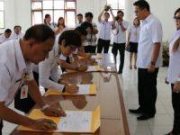 Pejabat Tomohon Teken Pakta Integritas Untuk Tidak Korupsi