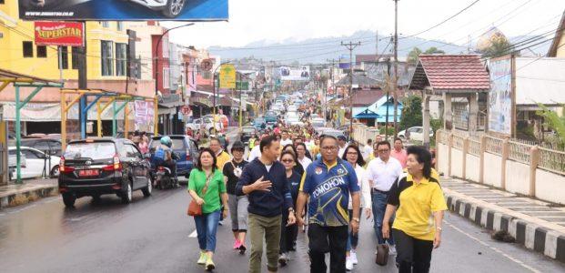 HUT ke-19 DWP, Pemkot Tomohon Gelar Jalan Sehat