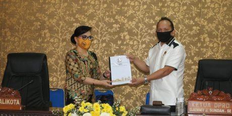 Wali Kota Tomohon Mengajukan LKP 2019 Dalam Paripurna DPRD
