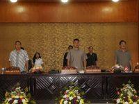 Pimpinan dan Anggota Fraksi-Fraksi DPRD Tomohon Ditetapkan