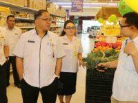 Antisipasi Harga Sembako Melonjak, Lolowang Sidak Pasar dan Swalayan di Tomohon